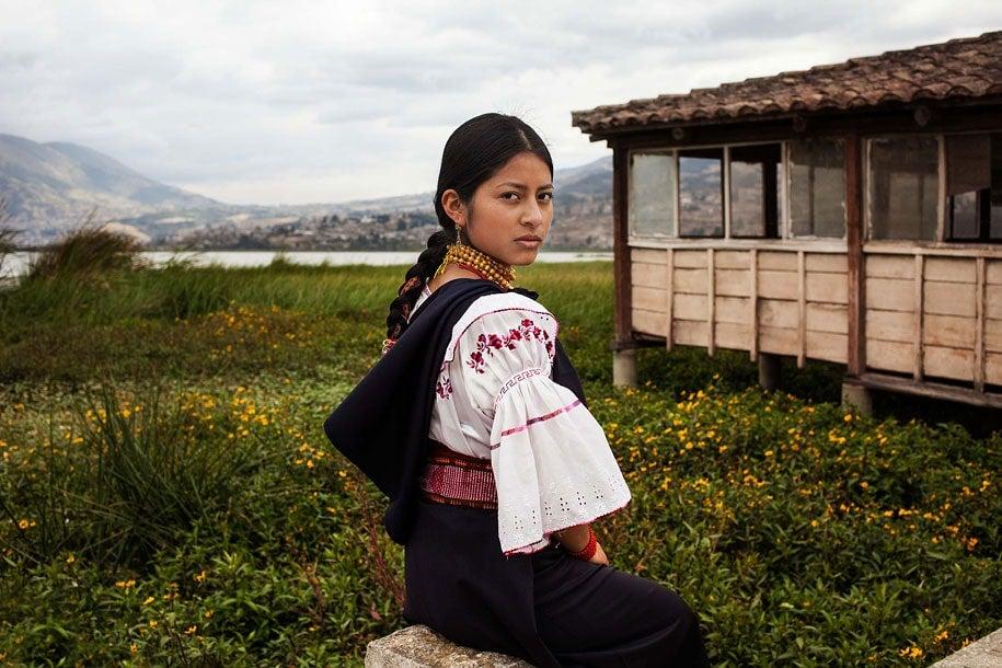 ecuador-woman-mihaela-noroc-min