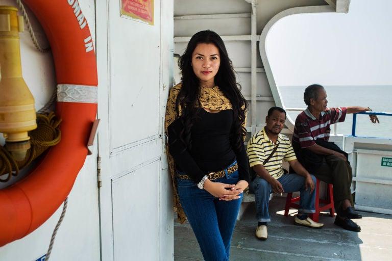 indonesia-woman-mihaela-noroc-min