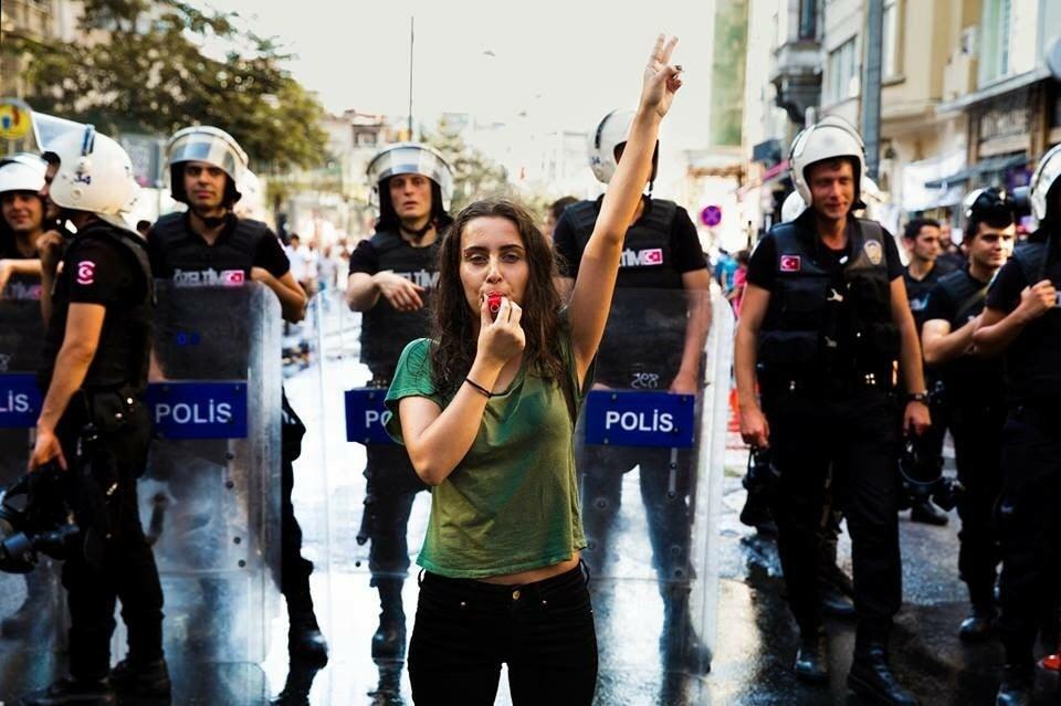 istanbul-woman-mihaela-noroc-min