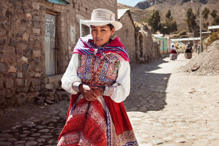 peru-woman-mihaela-noroc-min