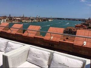 der Blick von der Skyline auf der Dachterrasse Bar Venedig