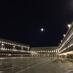 Venedigs Piazza San Marco in der Nacht