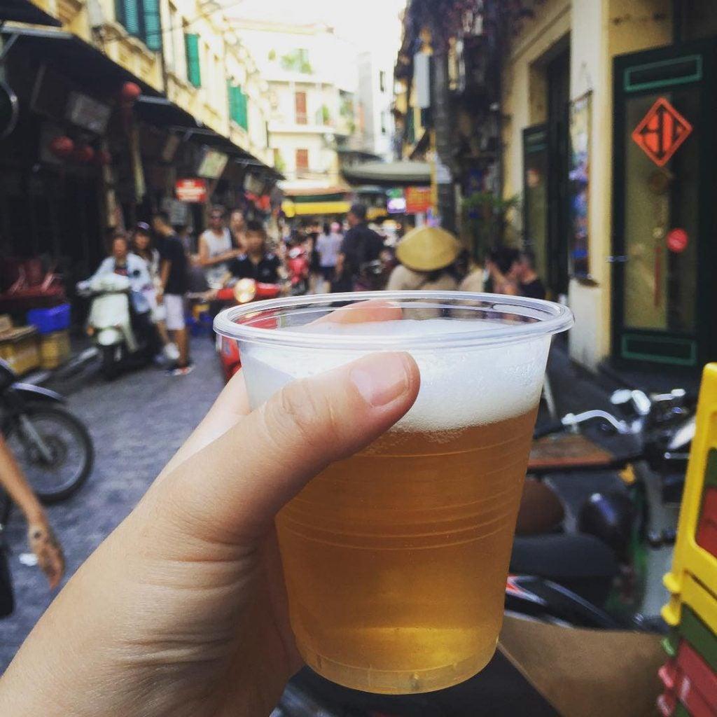 a bia hoi in old uarter hanoi vietnam