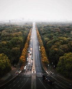 a road cuts through a gigantic park in berlin