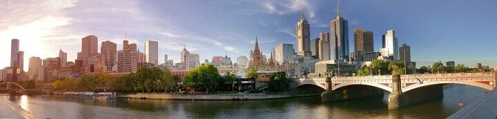 Reasons to travel to Melbourne_ Opodo Travel Blog_Melbourne downtown panorama during sunset